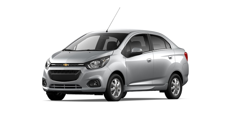 Chevrolet Beat Notchback 2021 color plata brillante